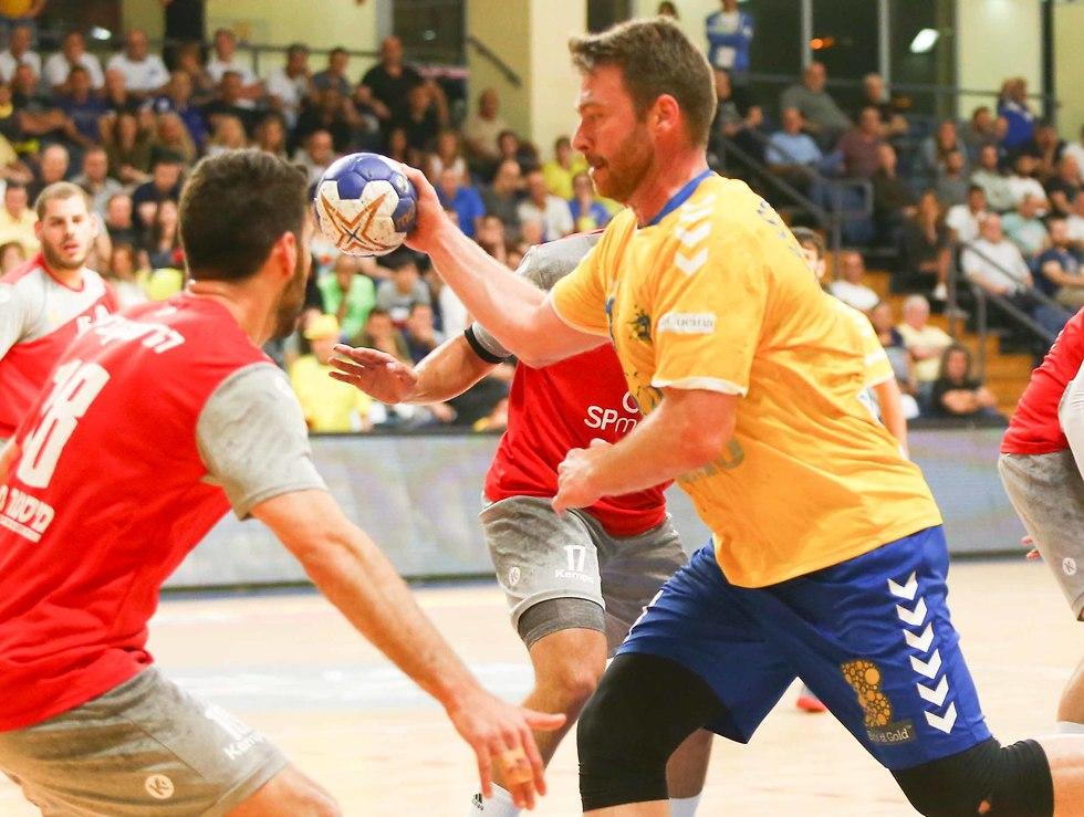 רסטקו סטויקוביץ' מכבי ראשון לציון כדוריד (צילום: ראובן שוורץ)