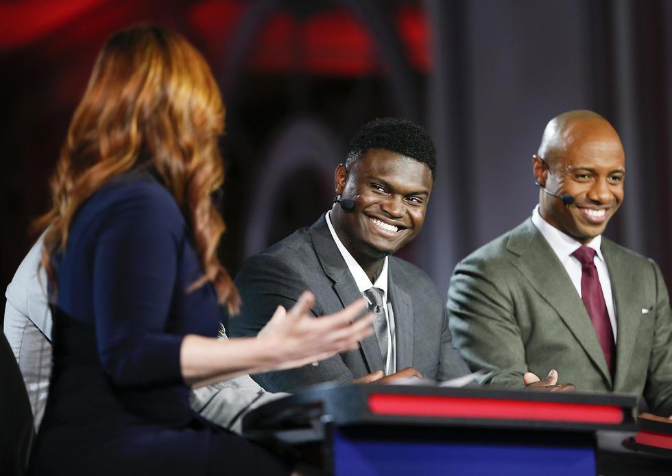 זאיון וויליאמסון מחייך. הוא באמת רוצה להגיע לפליקנס? (צילום: AP)