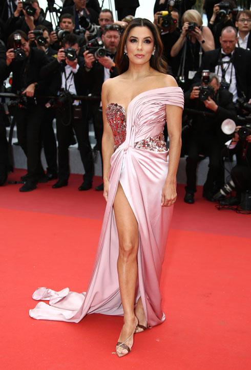 אווה לונגוריה לובשת אלברטה פראטי  (צילום: AP)
