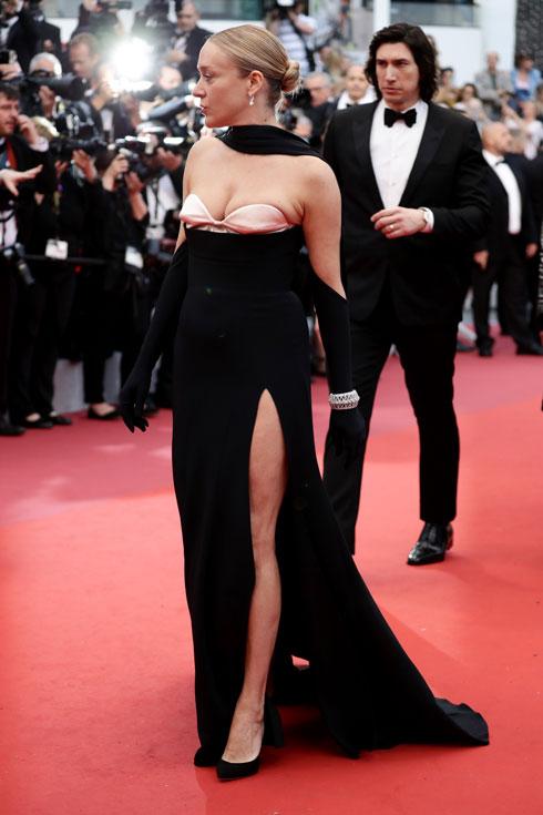 קלואי סוויני לובשת מוגלר  (צילום: PVittorio Zunino Celotto/GettyimagesIL)