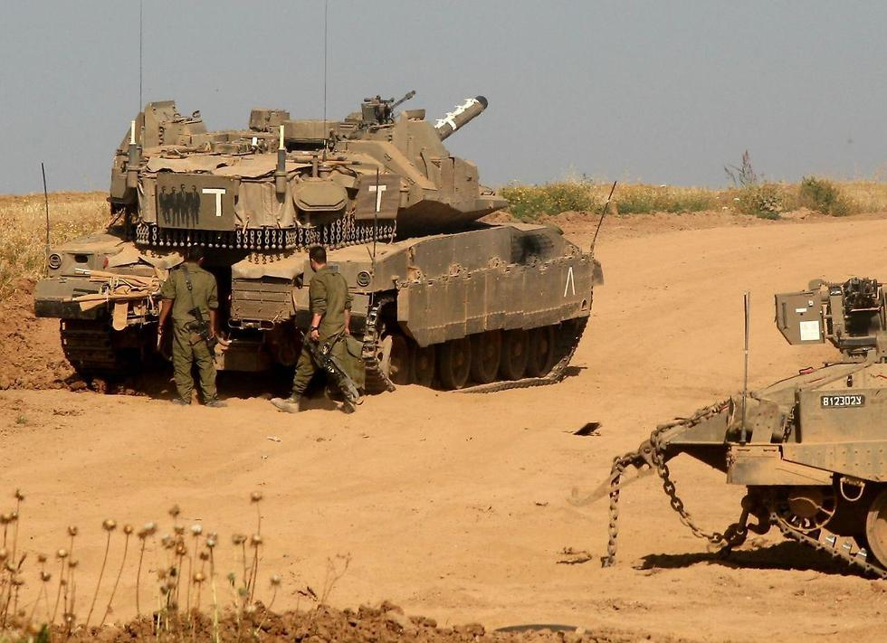 Israeli forces deployed on the Gaza border (Photo: Roee Idan)