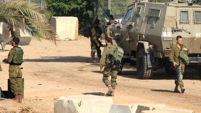 IDF troops along the Gaza border (Photo: Roee Idan)