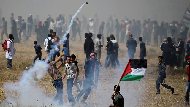 Violent Gaza border riots on Nakba Day (Photo: Reuters)