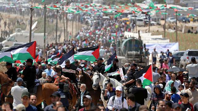 Palestinian protesters on the Gaza border (Photo: Reuters)