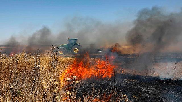 Incendie provoqué par des ballons incendiaires dans la communauté israélienne frontalière de Gaza (Photo: AFP)