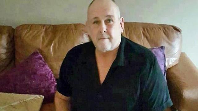 בריטניה סטיבן דיימונד התאבד משתתף ב תוכנית של ג'רמי קייל ()