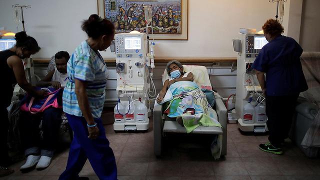 ונצואלה הפסקת קריסת נפילת חשמל דיאליזה אי ספיקת כליות ניקולס מדורו חושך עלטה טיפול רפואי (צילום: רויטרס)