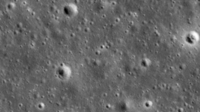 Снимок того же участка лунной поверхности, сделанный в 2016 году. Фото: NASA