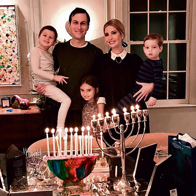 חוגג את חנוכה עם איוונקה והילדים. שומרים שבת וכשרות וחוגגים את כל החגים היהודיים