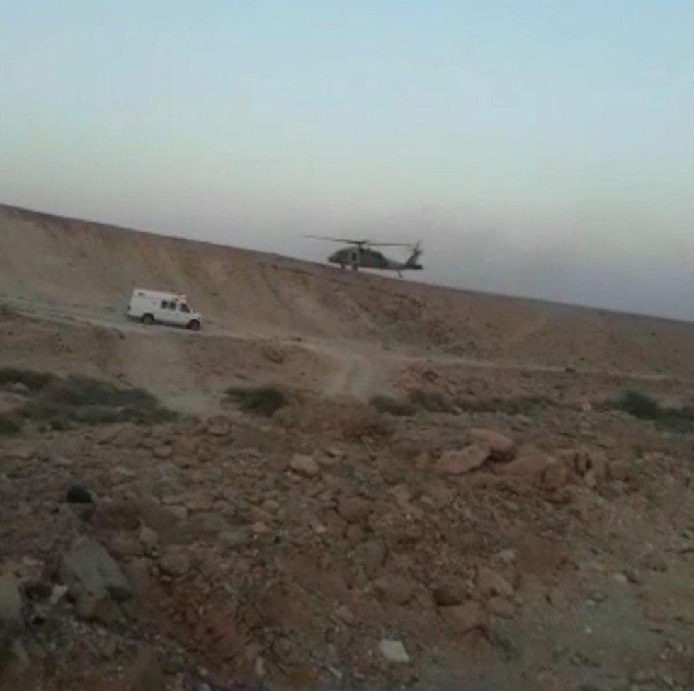 החילוץ מנחל עקרבים (צילום: דוברות המשטרה )