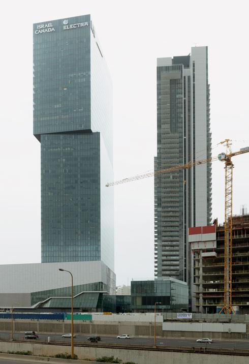 מגדל מידטאון החדש בתל אביב. מבט מהאיילון (צילום: גדעון לוין)