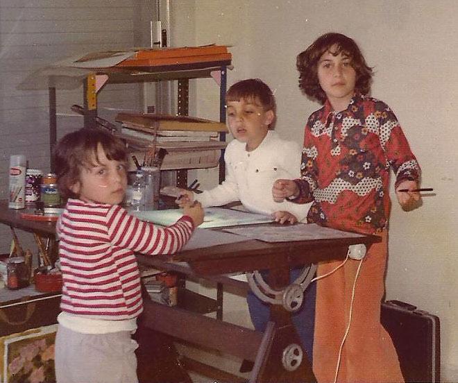 """עידית (משמאל) עם האחות הגדולה והאח התאום. """"היינו דור שני"""" (צילום: אלבום פרטי)"""