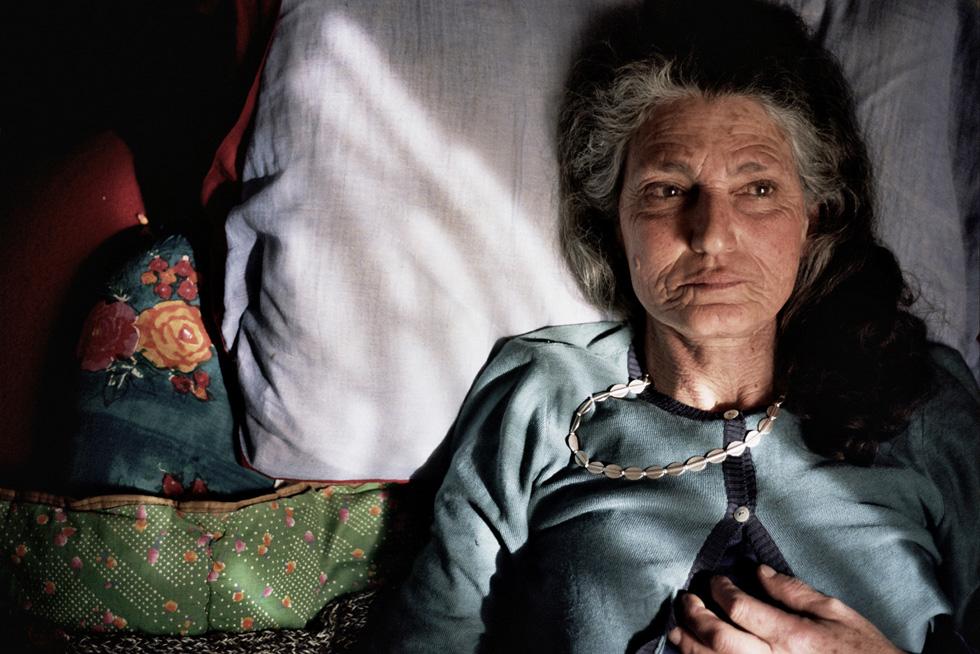 """""""לאנשים יש דימוי על אמא שלי כאישה יפה, דוגמנית לשעבר, בלה, בלה, בלה – אבל היא היתה מעבר לזה: פילוסופית, פרופ' באוניברסיטה, מרקסיסטית, סופרת, ורציתי לתת לקהל אפשרות לראות משהו נוסף ממנה"""". בנדטה ברציני, מתוך """"אמי נעלמת"""" (צילום: Beniamino Barrese)"""