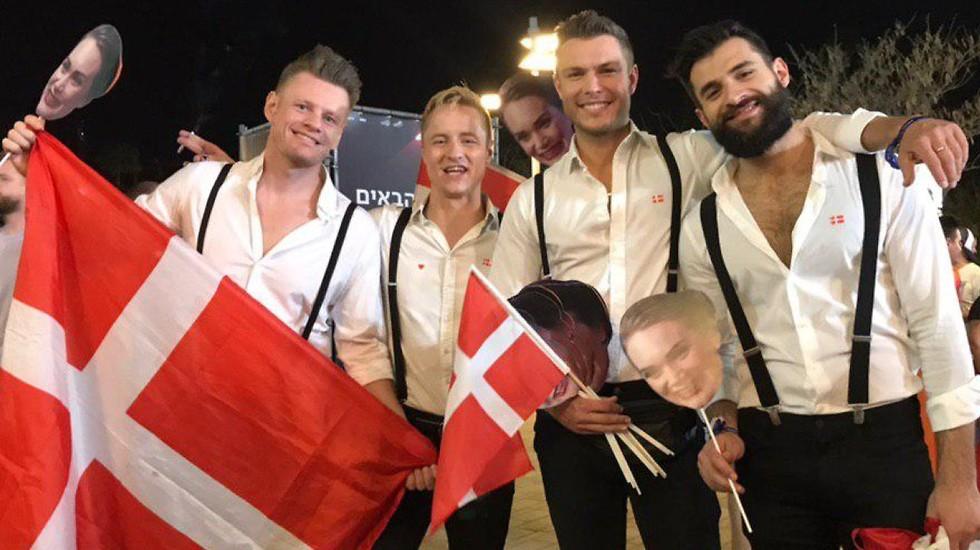 מעריצים של דנמרק (צילום: רועי אלמן)