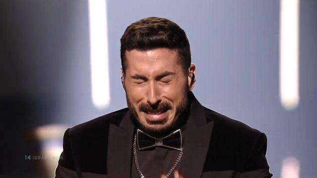 קובי מרימי בוכה בסיום הביצוע (צילום: באדיבות כאן תאגיד השידור הישראלי)