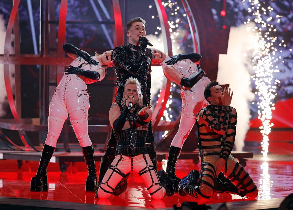 חברי הלהקה האיסלנדית האטרי עלו לבמה בטוטאל לוק מעולמות ה-BDSM וסיפקו לצופי האירוויזיון את פינת הביזאר של הערב. הקהל הישראלי, מצדו, הזדעזע בפייסבוק מכך שחברי הלהקה הניפו דגלי פלסטין בזמן השיפוט (צילום: AP)