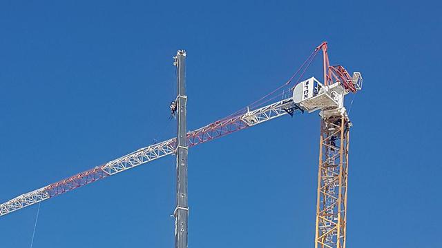 קריסה מנוף אתר בנייה יבנה ()