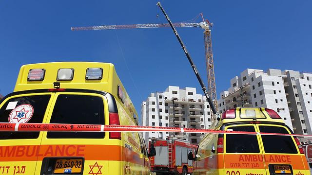 The scene of a crane accident that left four dead in Yavneh (Photo: Avi Mualem) (Photo: Avi Moalem)
