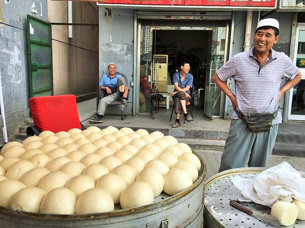 דוכן אוכל מקומי בבירת מונגוליה התיכונה (צילום: איה בן עזרי)