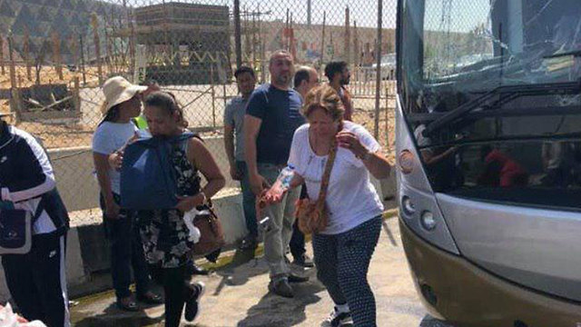 פיצוץ ליד אוטובוס תיירים ב מצרים גיזה ()