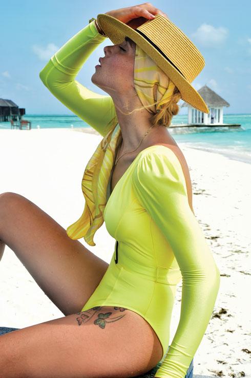 """""""הדרך להיראות מעולה בבגד ים היא לקבל את עצמך"""".   (צילום: איתן טל, הפקה סטיילינג: קרן נפתלי)"""