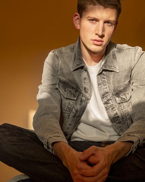 דנים סטורי – נודי ג'ינס. פרויקט המיחזור ותיקון מכנסי הג'ינס חוזר לסיבוב נוסף