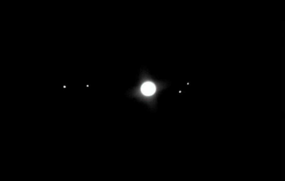 כוכב הלכת צדק עם ארבעת ירחיו הגלילאנים - מראה משובב נפש .  (צילום: משה גלנץ)