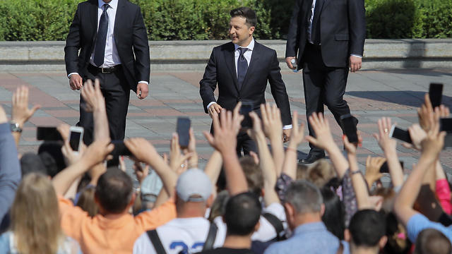 Volodymyr Zelenskiy greets the crowd prior his inauguration ceremony in Kiev, 20 May 2019