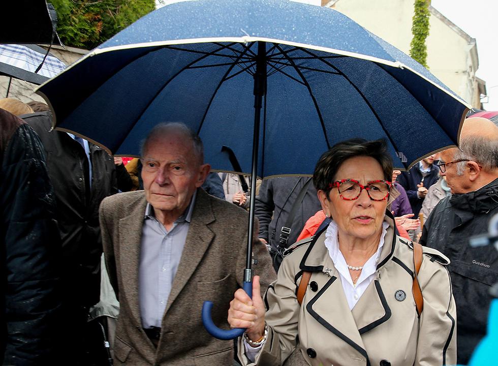 הוריו של וינסנט לאמבר משותק צרפת המתת חסד (צילום: AFP)