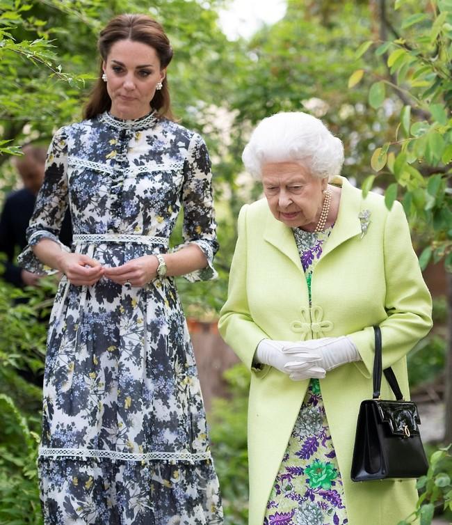 מה זה, הנזיר החיגר? המלכה אליזבת וקייט מידלטון (צילום: Gettyimages)