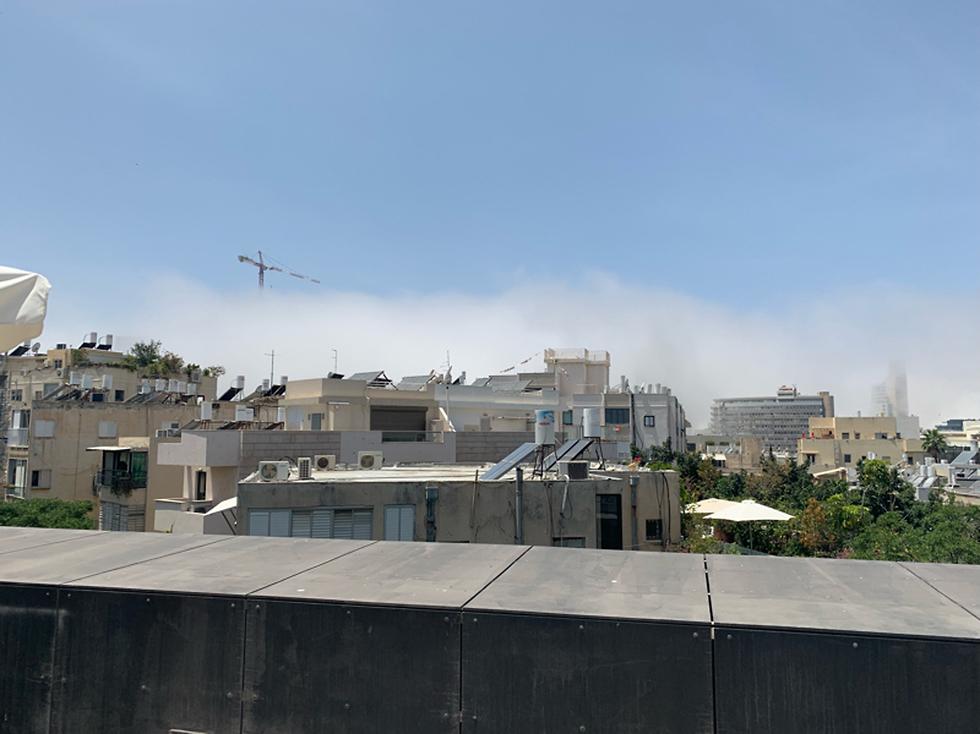 ענן מעל אזור בן יהודה- בוגרשוב (צילום: שרון בר-זוהר)