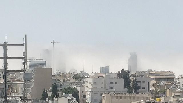 ענן נמוך בתל אביב (צילום: תומר בן לוי )