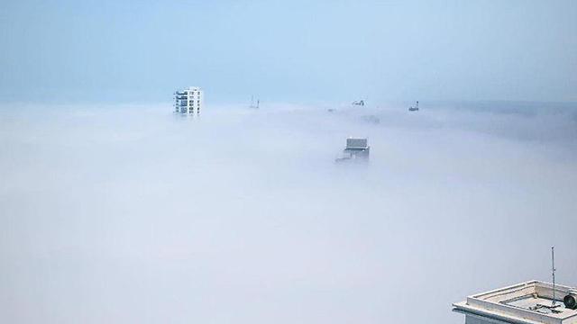 ענן נמוך בנתניה (צילום: יקיר פיס)