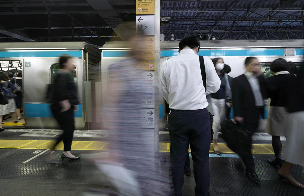 יפן אפליקציה נגד מטרידים הטרדות מיניות (צילום: AP)