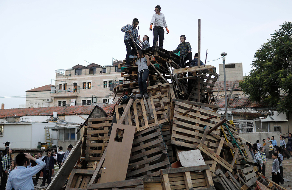 Children construct a bonfire in Jerusalem