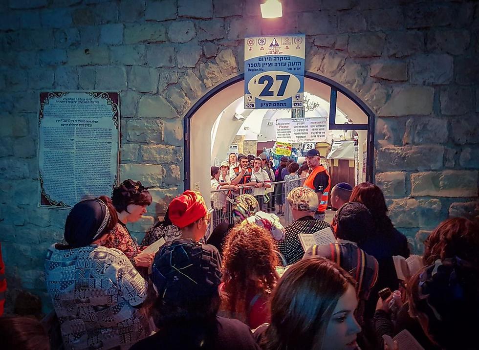 מתפללות במירון (צילום: אלי מנדלבאום)