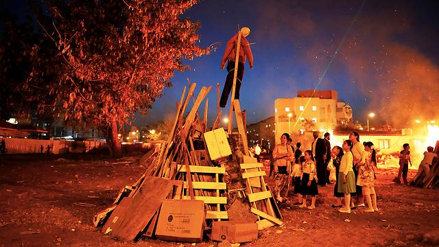 מדורות אשדוד (צילום: רויטרס)