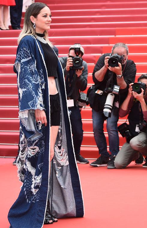 מריון קוטיאר לובשת בלמן  (צילום: Pascal Le Segretain/GettyimagesIL)