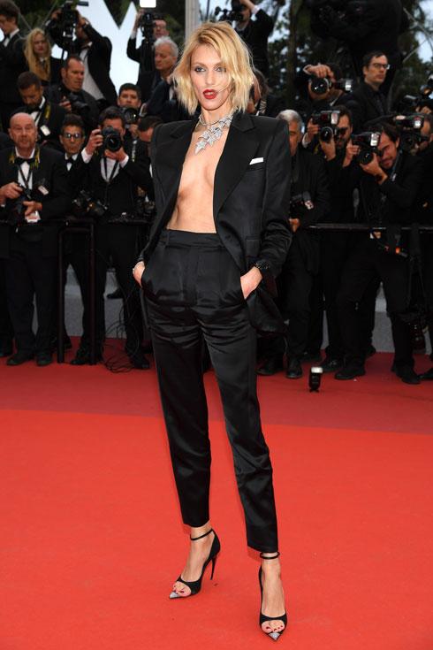 אניה רוביק לובשת סן לורן  (צילום: Pascal Le Segretain/GettyimagesIL)