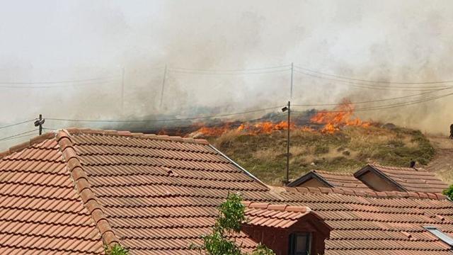 שריפה משתוללת בבית חגי ()