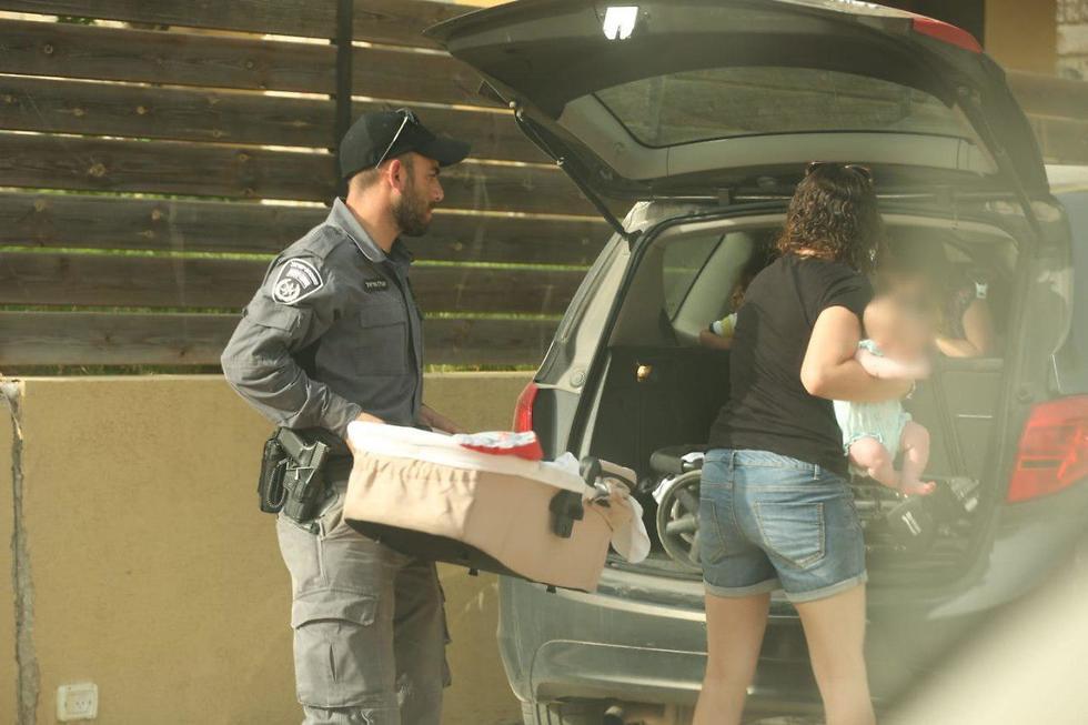 פינוי ישוב תרום משטרה משטרת ישראל  (צילום: דוברות המשטרה)