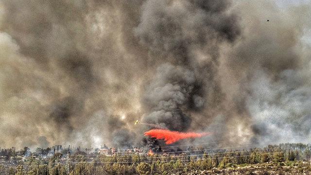 שריפה במבוא מודיעים (צילום: קובי הראתי)