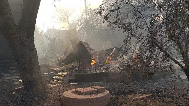 שריפה במבוא מודיעים (צילום: כבאות והצלה)