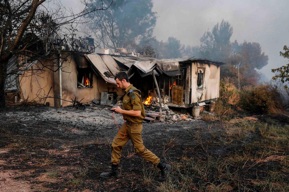 בית שנפגע מהשריפה בקיבוץ הראל (צילום: AFP)