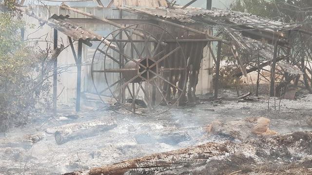 שריפה שריפת בתים אש עשן הרס קיבוץ הראל (צילום: כיבוי והצלה מחוז י-ם)