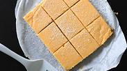 Видео: готовим лимонные пирожные - только смешать и разрезать