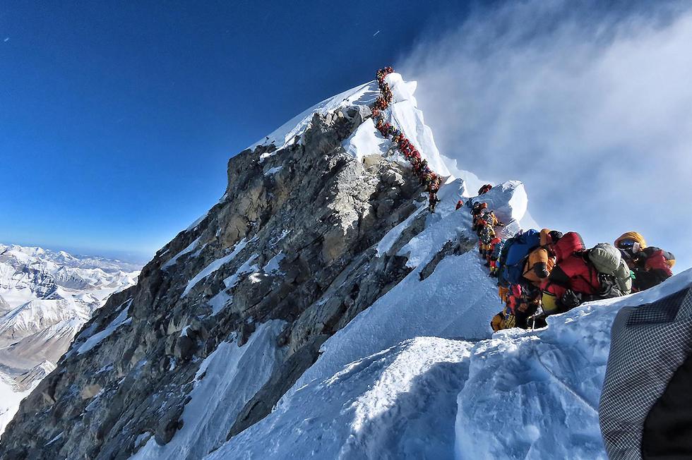 אוורסט פקק בדרך לפסגה הרוגים נפאל (צילום: AFP, PROJECT POSSIBLE)
