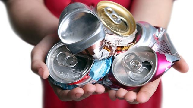 פחיות שתייה (צילום: shutterstock)