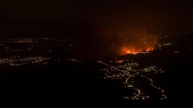 שריפה באזור מנחמיה (צילום:  אבי אריש)