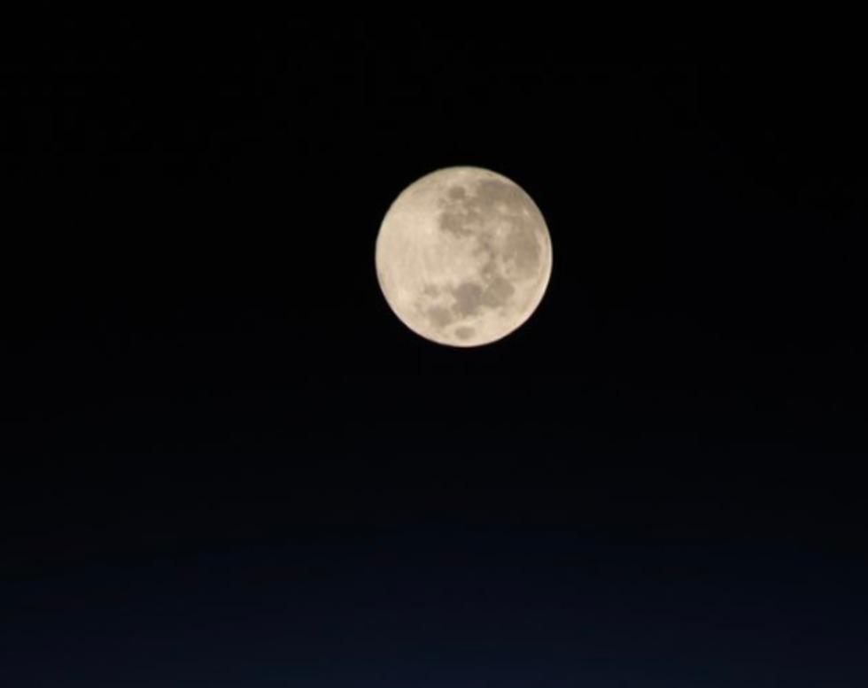הירח מתחנת החלל (צילום: כריסטינה קוק, נאס